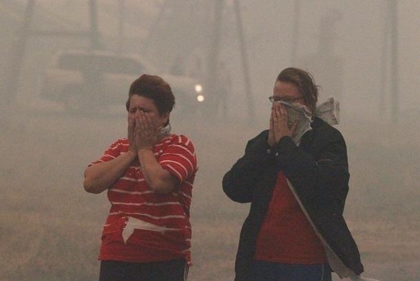 Едким дымом окутан Красноармейский район из-за тления камыша