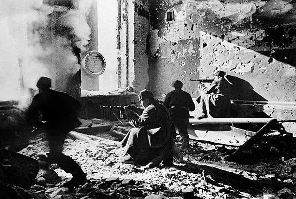 20 декабря 1942 года – в своем послании к Сталину Черчилль восхищается  наступательными операциями Красной Армии