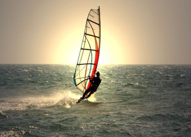 Любителя серфинга сутки носило на доске по Волгоградскому водохранилищу