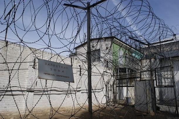 Сотрудник УФСИН за гонорар приносил телефоны заключенным колонии строгого режима в Волгограде