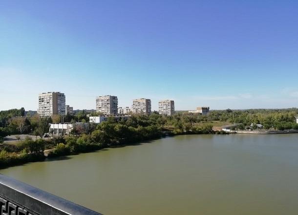 Тело женщины обнаружили в воде напротив заброшенного парка «Дружба» в Волгограде
