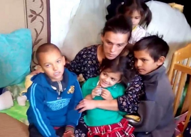 Погибших на пожаре двухмесячных двойняшек похоронили сегодня в Волгограде