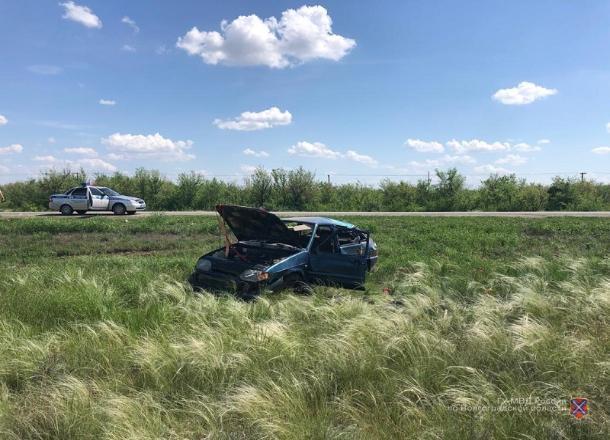 Водитель покалечил в ДТП под Волгоградом своих пассажиров, а сам сбежал