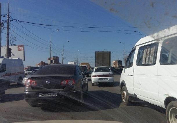 Многокилометровая пробка парализовала движение на юге Волгограда