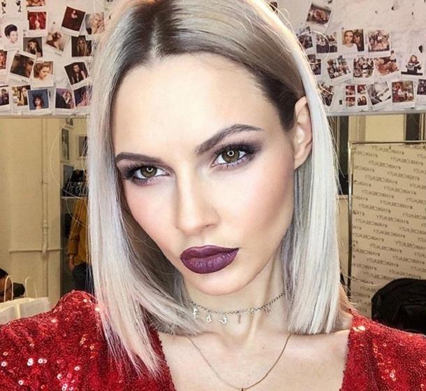 Сексуальная певица из Волгограда поздравила мужчин топлес