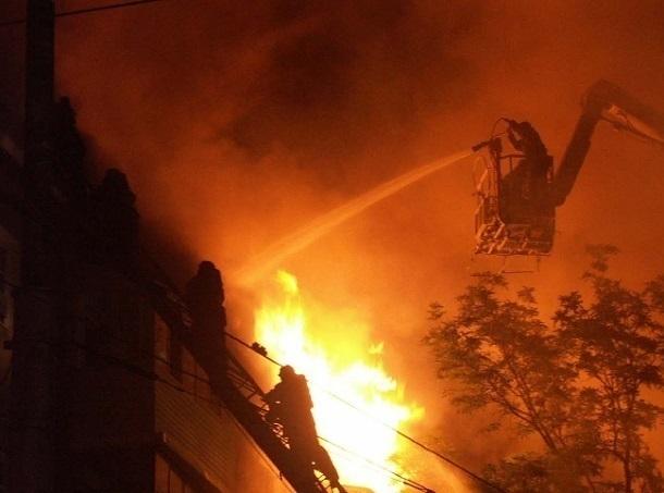 Впятиэтажке наюге Волгограда ночью едва несгорел 75-летний старик