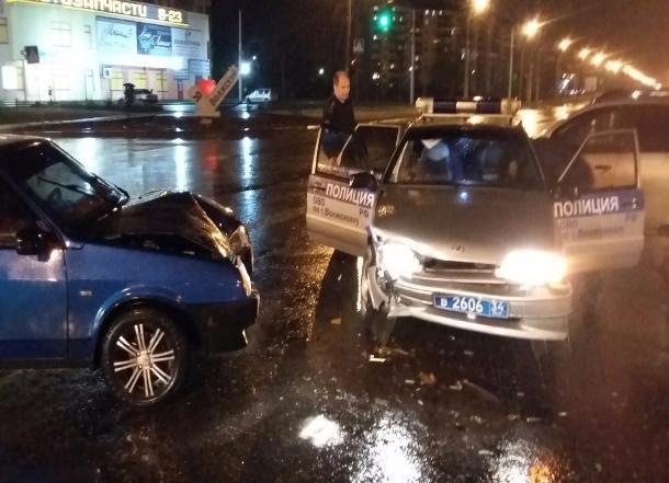 Сотрудники вневедомственной охраны спровоцировали ДТП с Renault в Волжском, - очевидцы