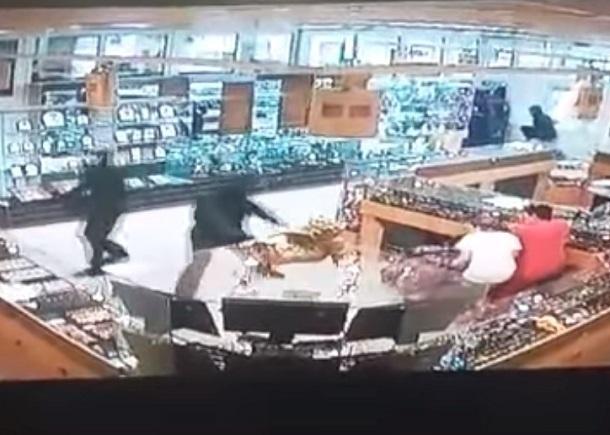Под Волгоградом участники ограбления ювелирного салона ранили вголову офицера милиции