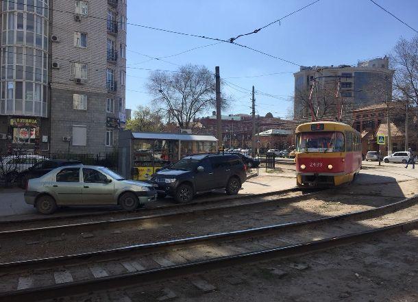 «Бог парковки» заблокировал движение трамваев в Волгограде