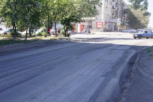 Наулице Кузнецкой вВолгограде сняли старый асфальт
