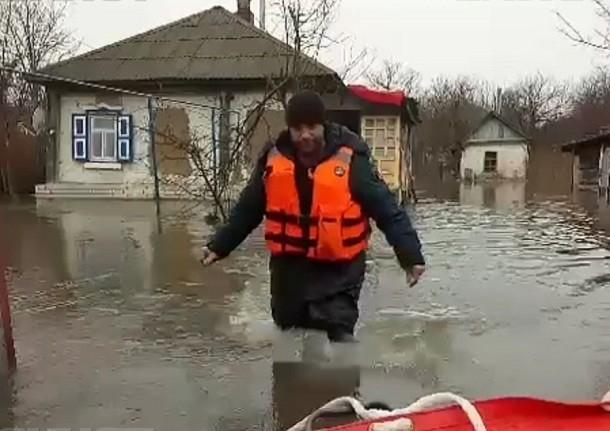 Приостановился уход «большой воды» из поселков Волгоградской области