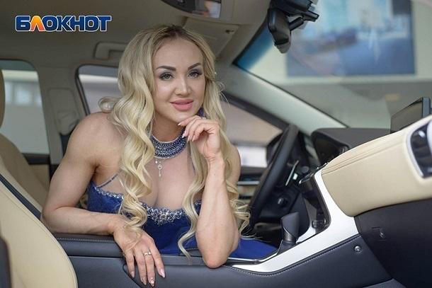 Я бы девушкам на улице цветы дарила и говорила комплименты,- спортивная Елена Маноли в конкурсе «Мисс Блокнот-2019»