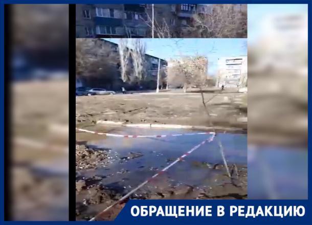 Новый «бассейн» на юге Волгограда: коммунальщики перекопали землю вокруг колодца