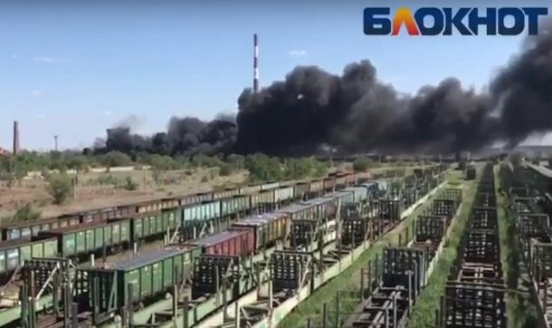 Пожар на «кладбище покрышек» в Волжском сняли на видео