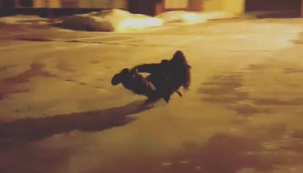 Солдаты сняли на видео катание на санках по льду в воинской части Волгограда