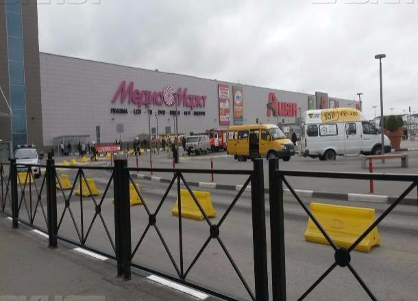 ВВолгограде изТРЦ «Акварель» эвакуировали всех гостей
