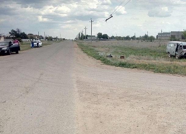 Машина скорой помощи перевернулась под Волгоградом: пострадали фельдшер и водитель