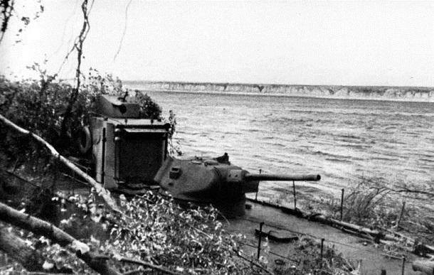 28 октября 1942 года – в Сталинграде враг кидает в бой все силы, стремясь сбросить наши войска в Волгу