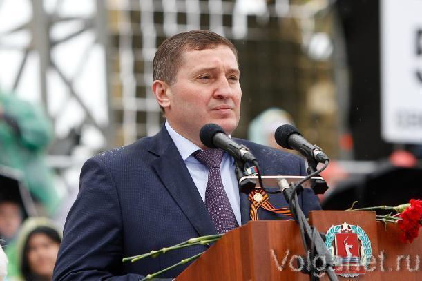 Президент подарил волгоградским учащимся автобусы, а докторам - скорые помощи