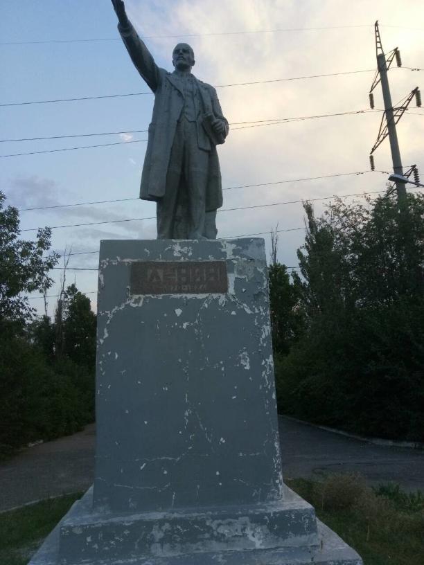 Развалился памятник Ленину, два года назад отремонтированный волгоградскими единороссами
