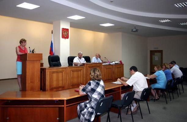 Судьи Арбитражного суда утром собрались за закрытыми дверями в Волгограде