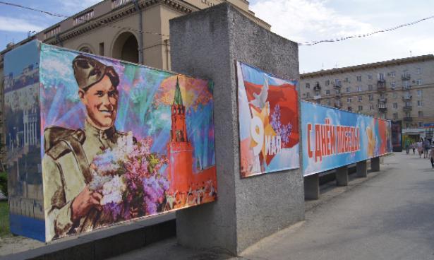 Волгоград к 9 мая украсили сотнями флагов и праздничных баннеров