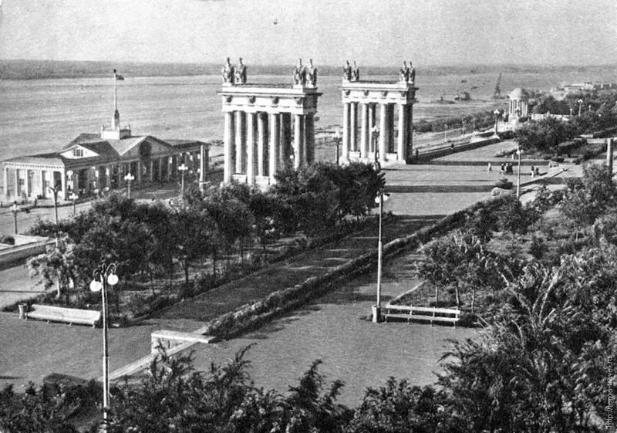 Два дома сталинградской постройки в Волгограде решено отремонтировать