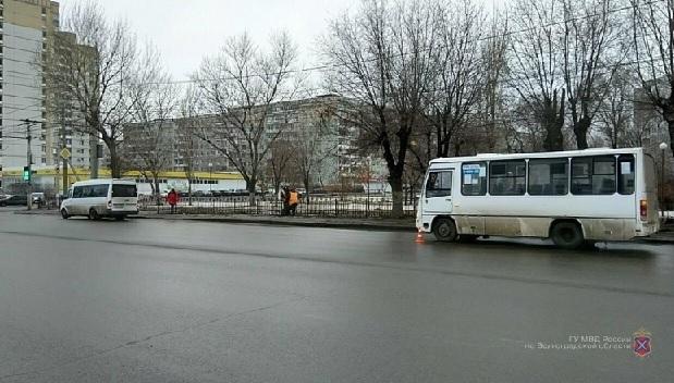 После падения в автобусе на севере Волгограда женщина попала в больницу