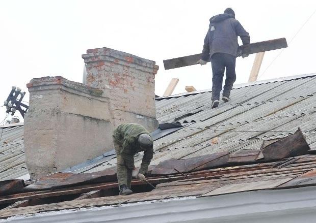 Рабочий насмерть разбился во время капремонта на юге Волгограда