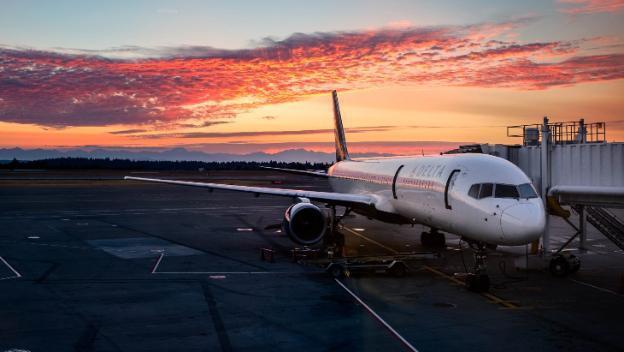 Авиалайнер не смог приземлиться в Волгограде из-за сильного ветра