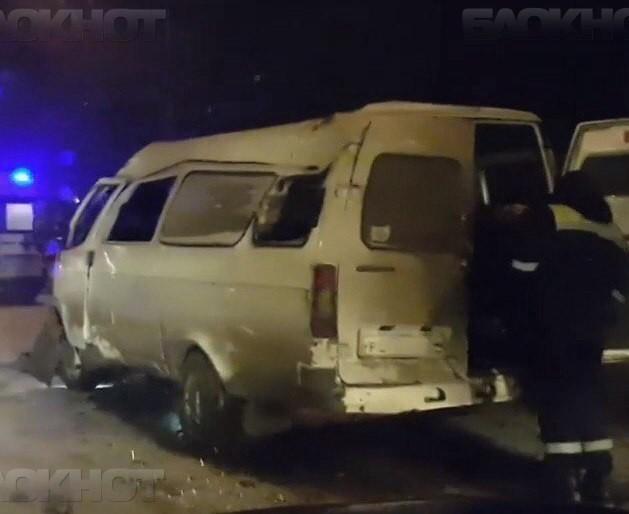 Наюге Волгограда маршрутка врезалась встолб, двое пострадавших