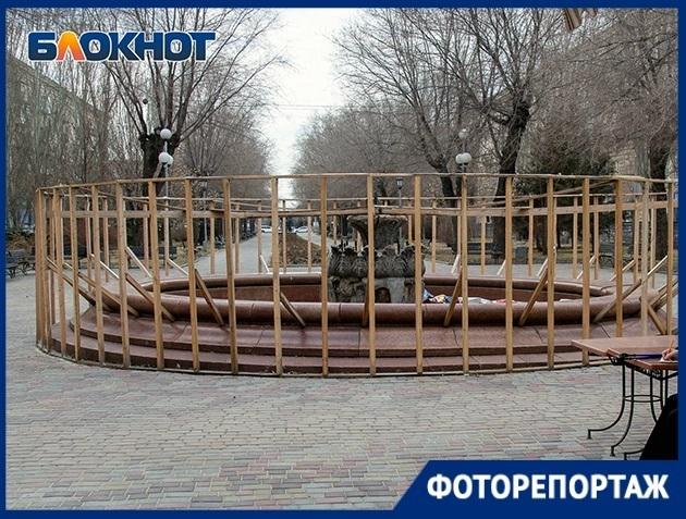 Мундиаль прошел: разрушенный фонтан на бульваре в центре Волгограда попал в объектив фотографа