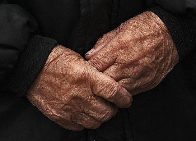 Избившего 84-летнюю «ударницу алкотруда» мужчину осудили на 3,5 года в Волгоградской области