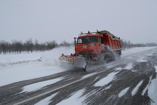 Спасать дороги в Волгоградской области вышли 276 единиц спецтехники