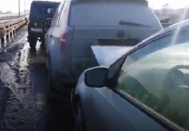 Восемь машин столкнулись на Третьей Продольной в Волгограде