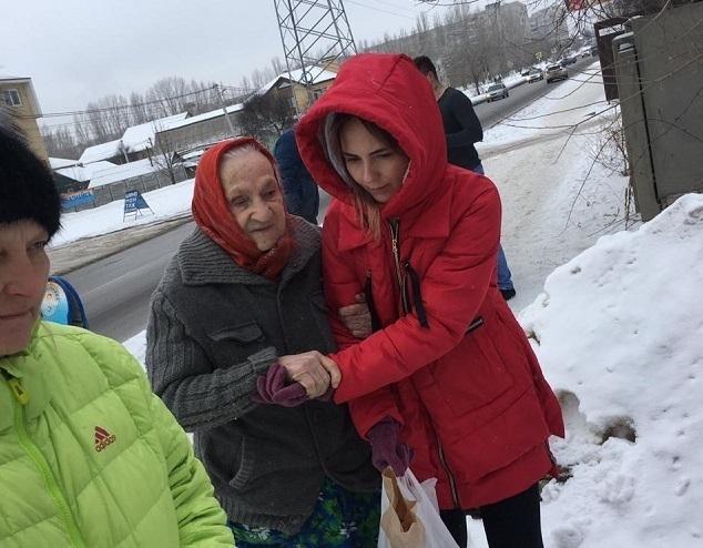 Из больницы 90-летняя ветеран Зинаида Трофимова снова переехала в гнилой сарайчик в Волгограде