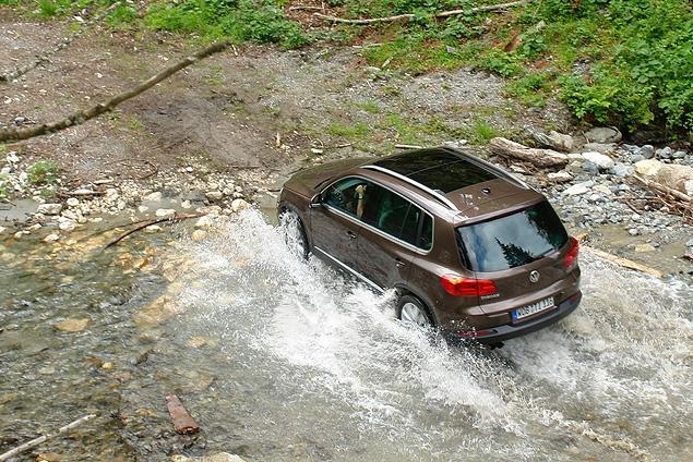 ВВолгограде девушка измести поцарапала дорогостоящий «Volkswagen»