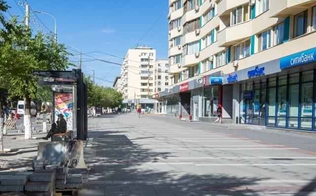Цветной тротуарной плиткой закатали половину центра Волгограда