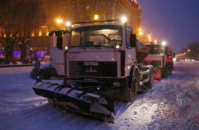 Мэрия Волгограда: за ночь с улиц вывезли 300 кубометров снега