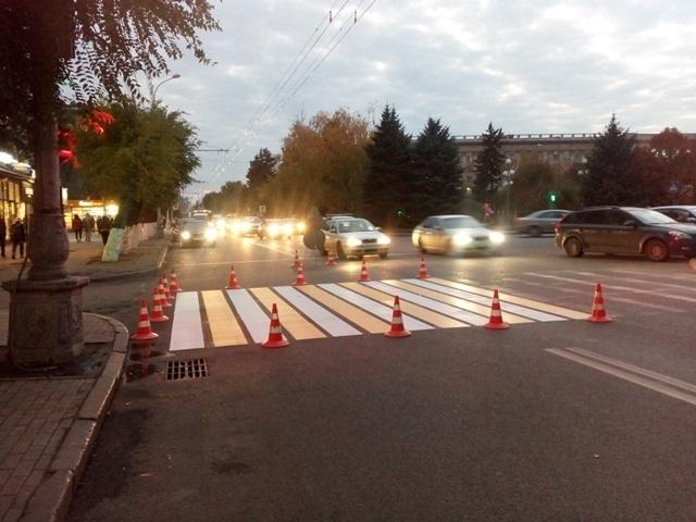 Больше 160 улиц Волгограда окрасили в желто-белую полоску