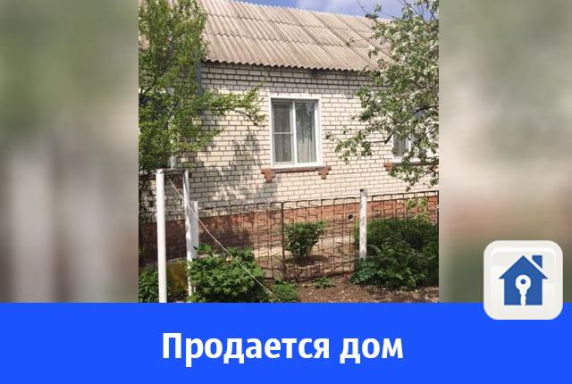 Продается кирпичный дом с натяжными потолками и ухоженной территорией