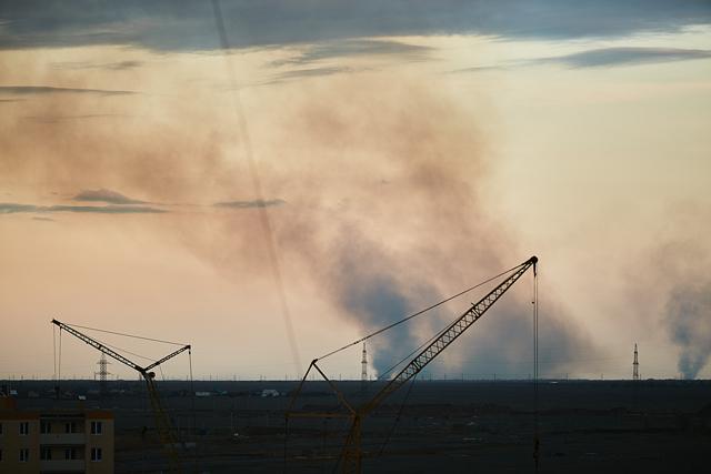 Столб дыма увидели жители Волжского