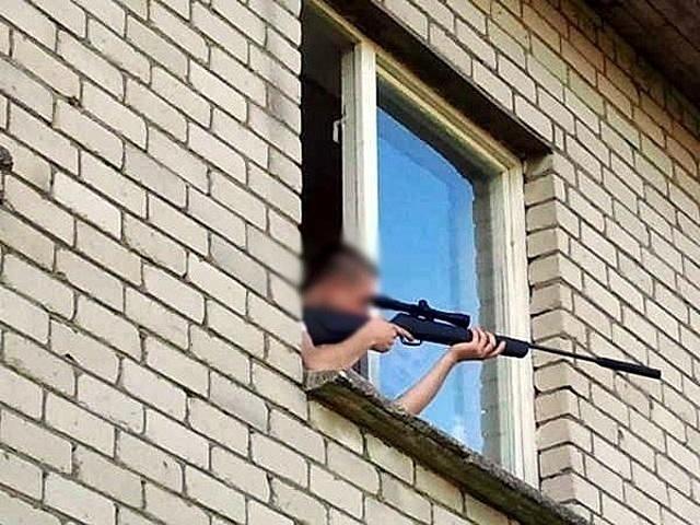 В ответ на детские крики волгоградец устроил стрельбу из окна своей квартиры