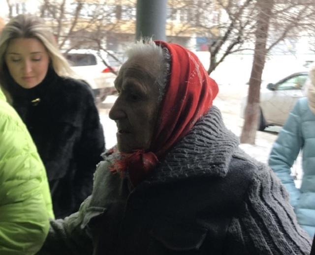 90-летняя ветеран из сарая до сих пор не вселилась в квартиру из-за советов соседки