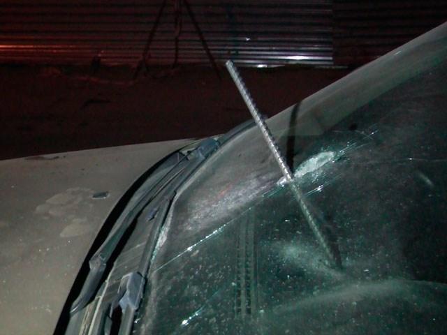 Вылетевший из грузовика кусок металла пробил лобовое стекло Ford и ранил 11-летнюю волгоградку