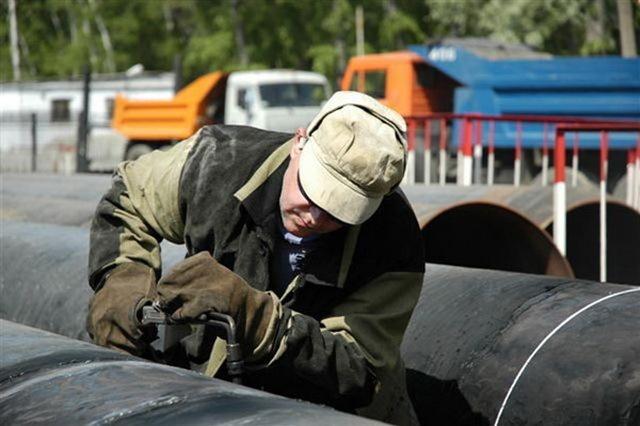 Коммунистическую сузили до двух полос из-за ремонта водопровода в Волгограде