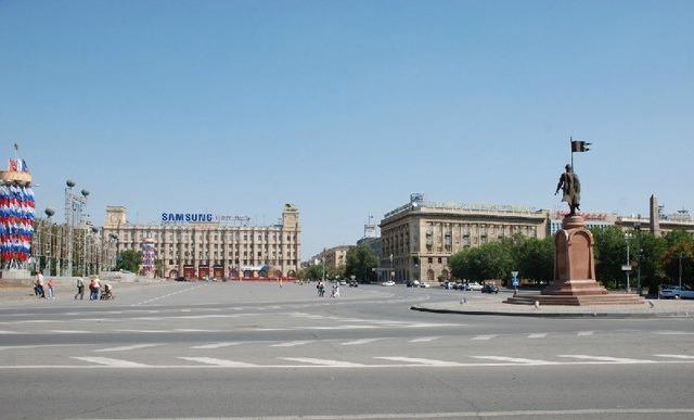 В Волгограде 30 апреля будет ограничено движение транспорта на площади Павших борцов