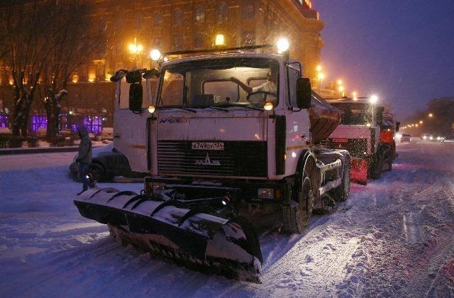 ВВолгограде 70 единиц специальной техники привлекли кустранению последствий снегопада