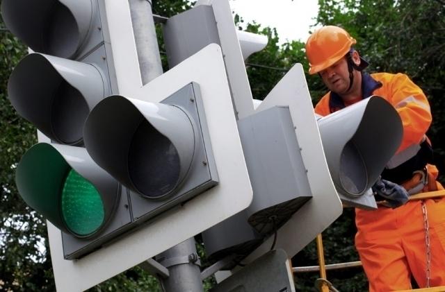 В Волжском чиновники выплатят более 1 млн рублей за ремонт светофоров