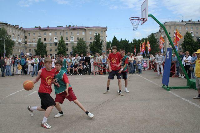 Юные волгоградцы сыграли в уличный баскетбол